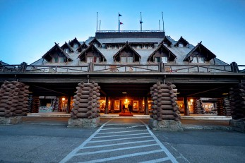 photo: Old Faithful Inn (yellowstonegate.com)