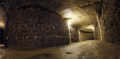 photo: Catacombs of Paris (europe1.fr)
