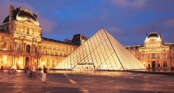 photo: Louvre (eghamat24.com)